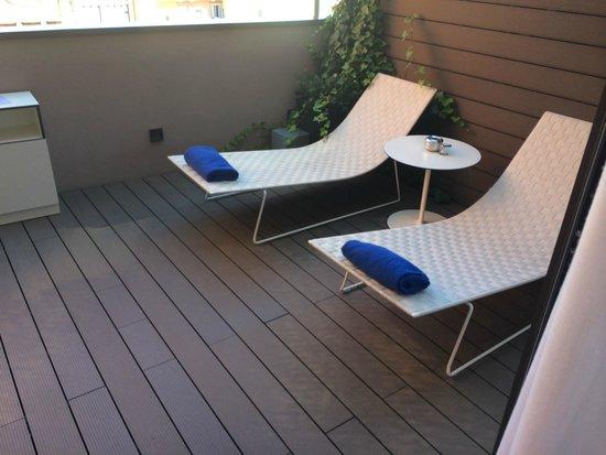 H10 Urquinaona Plaza : Private balcony