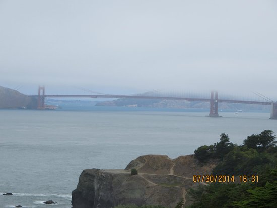 Lands End : Foggy view of the Golden Gate Bridge from the Land's End Trail