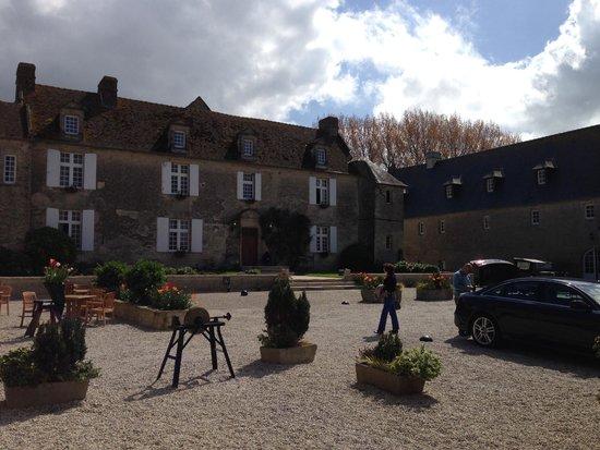Domaine de la Ranconniere et de Mathan: The Courtyard
