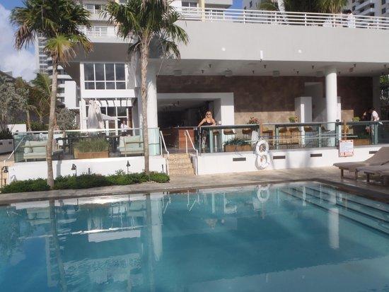 Royal Palm South Beach Miami, A Tribute Portfolio Resort: Piscina