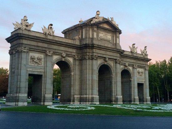 Hotel Hospes Puerta de Alcala : La Plaza de la Independencia