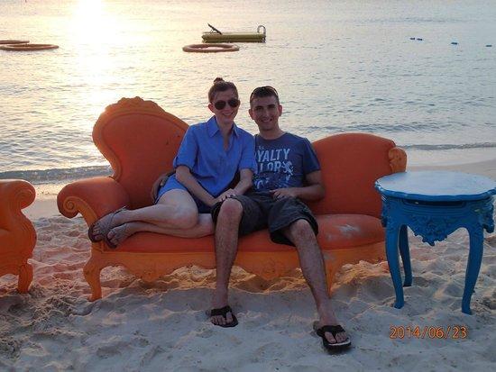 Grand Cayman Marriott Beach Resort : Seating on the beach