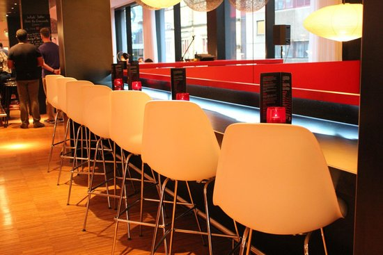 citizenM Glasgow: Cafe / Bar area
