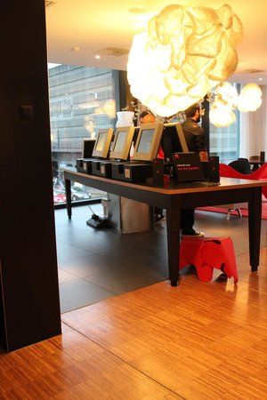 citizenM Glasgow: Self Check-in