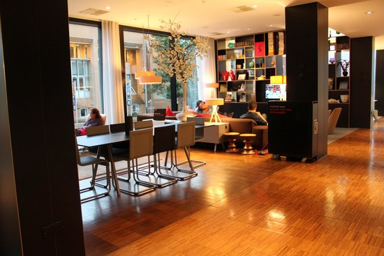 citizenM Glasgow: Common space / lounge