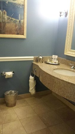 The Shores Resort & Spa : Nice and clean bathroom