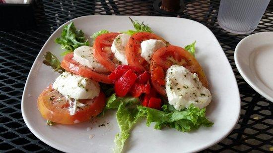 Cafe D'italia: Mozzarella and tomato appetizer