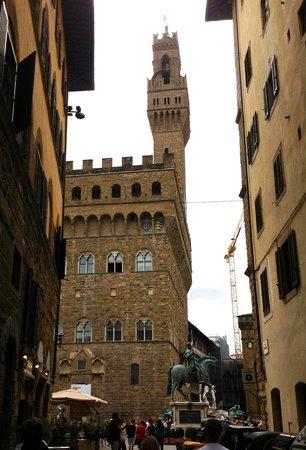 Piazza della Signoria : Approaching from the Via dei Magazzini