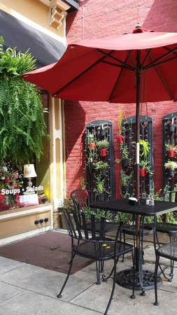 Cafe D'italia: Outside dining