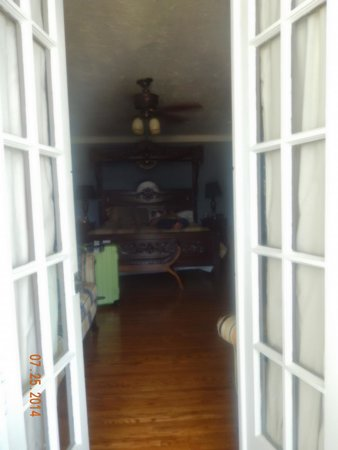A Night to Remember B&B: view into the bedroom from sunroom