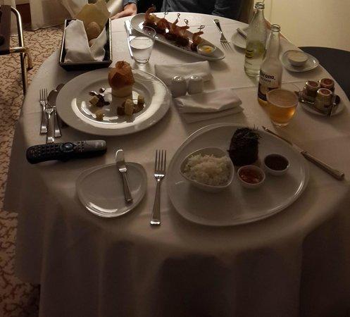 Alvear Art Hotel: Room Service