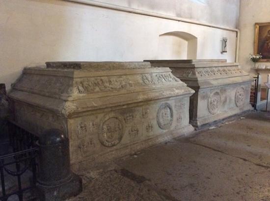 Église du Dôme : Tombs