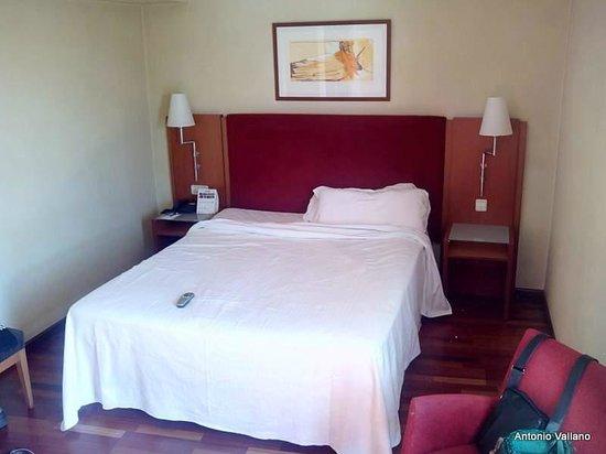 NH Villa de Coslada: cama de matrimonio