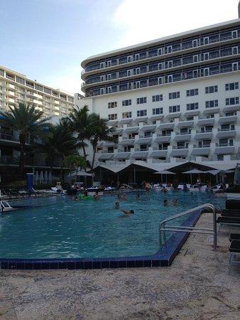 The Ritz-Carlton, South Beach: Hotel & pool