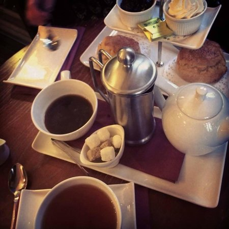 Stonecross Manor Hotel: high tea included in package