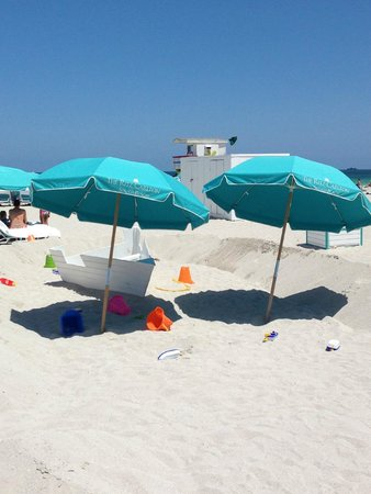 The Ritz-Carlton, South Beach: Umbrellas and kids' play area on the beach