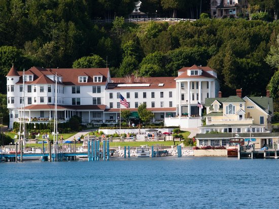 Island House Hotel: First view of the Island House from the ferry...
