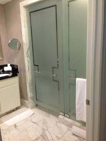 The Ritz-Carlton, South Beach: Bathroom doors to shower and toilet