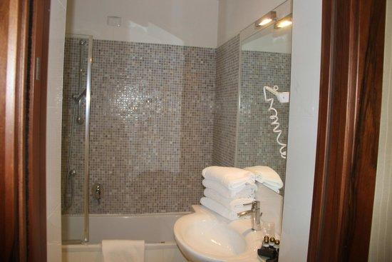 Hotel Paganelli: ванная/туалет