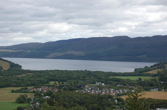 Loch Ness Lodge Hotel: Looking out over Loch Ness from a local walk near the hotel