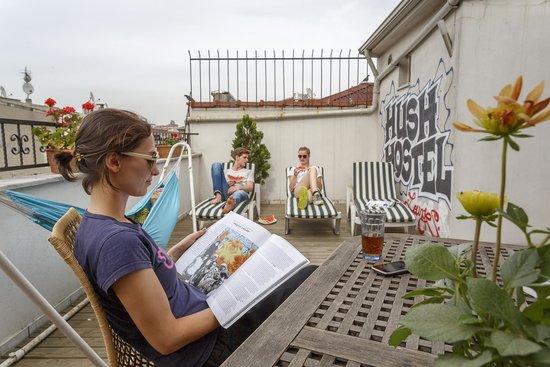 Hush Hostel Lounge: Terrace