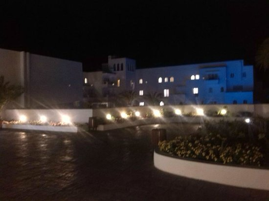 SENSIMAR Rocador: Night time hotel