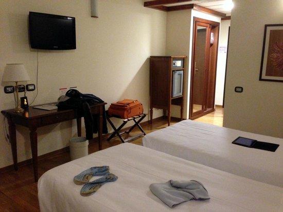 Best Western Palace Hotel: Camera spaziosa e pulita
