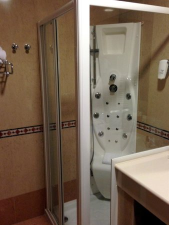 Best Western Palace Hotel: Doccia con idromassaggio