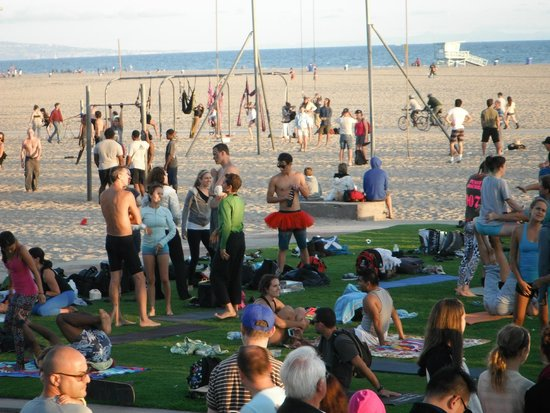 Santa Monica Pier: Watching the yoga was great fun