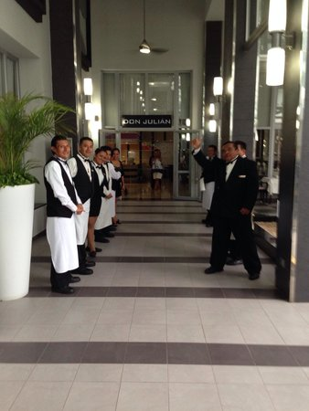 Hotel Riu Palace Mexico : Welcome to restaurant. Very nice.