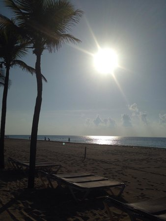 Hotel Riu Palace Mexico: Sunrise! Wow.