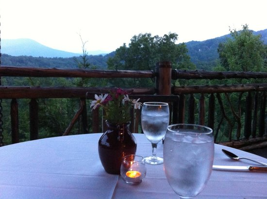 The Lodge at Buckberry Creek: dining at the lodge