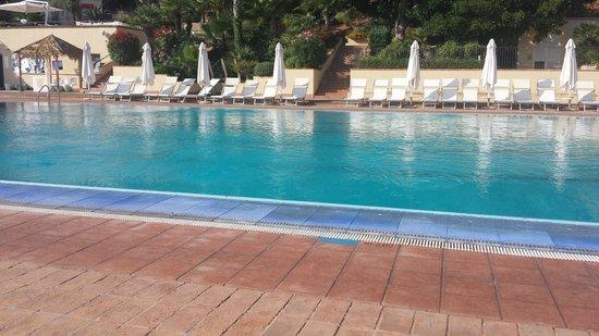 Domina Coral Bay Sicilia Zagarella : La piscina che dà sul mare