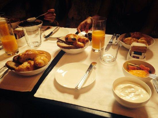 Dom Hotel Roma : Desayuno