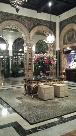 Hotel Alfonso XIII, A Luxury Collection Hotel, Seville: Inkomhal