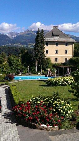 Hotel Ertl : Bassenget og haven