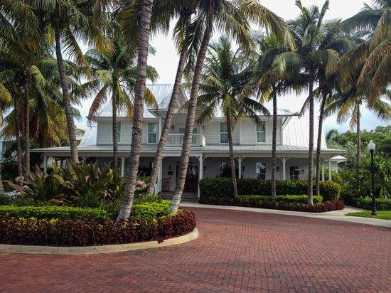 Tranquility Bay Beach House Resort : Main House / Front Desk / Restaurant