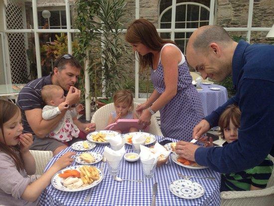 Ballymaloe House Hotel : Mayhem at the children's dinner!