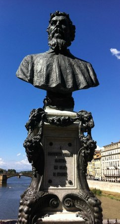 Ponte Vecchio: Cellini's Bust in daylight
