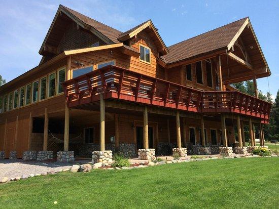 The Great Bear Inn: Exteriors of Inn