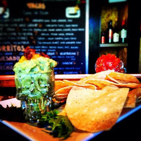 Mojo Cafe: How Mojo does Chips and Guacamole.