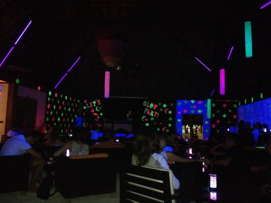 Meeru Island Resort & Spa : Glow Party at Kakuni Bar - Meeru
