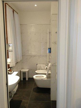 Hotel Italia: Bathroom