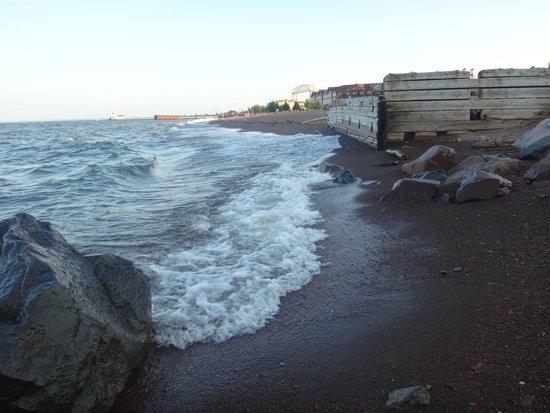 Hampton Inn Duluth: beach near the hotel
