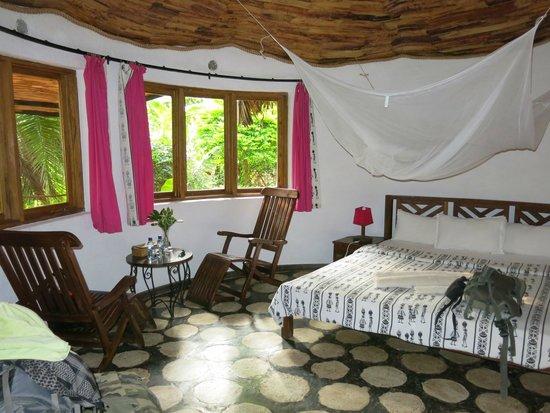 Moyoni Lodge : Dernière nuit dans une grande chambre plus spacieuse