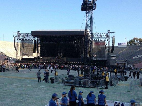 Rose Bowl Stadium: Pre-Concert Eminem & Rihanna
