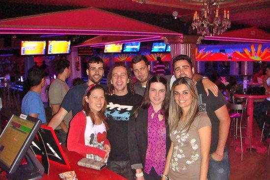 Cesar's Bowling & Bar: CESARS