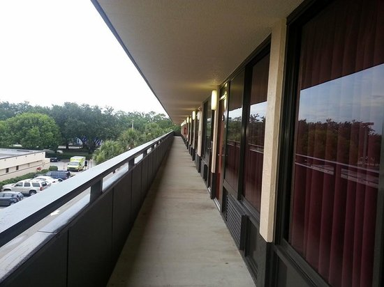 Rosen Inn International: Vista de uno de los pasillos.