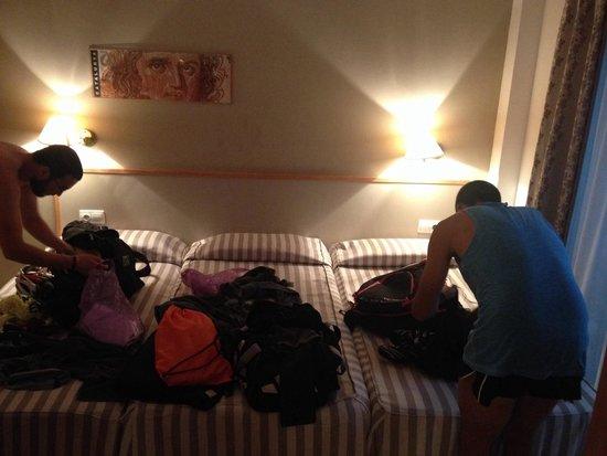 Hotel Cosmos: Habitación para tres