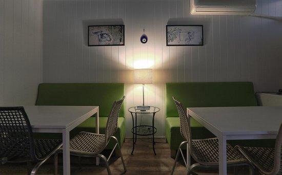 Hush Hostel Lounge: Dining Area
